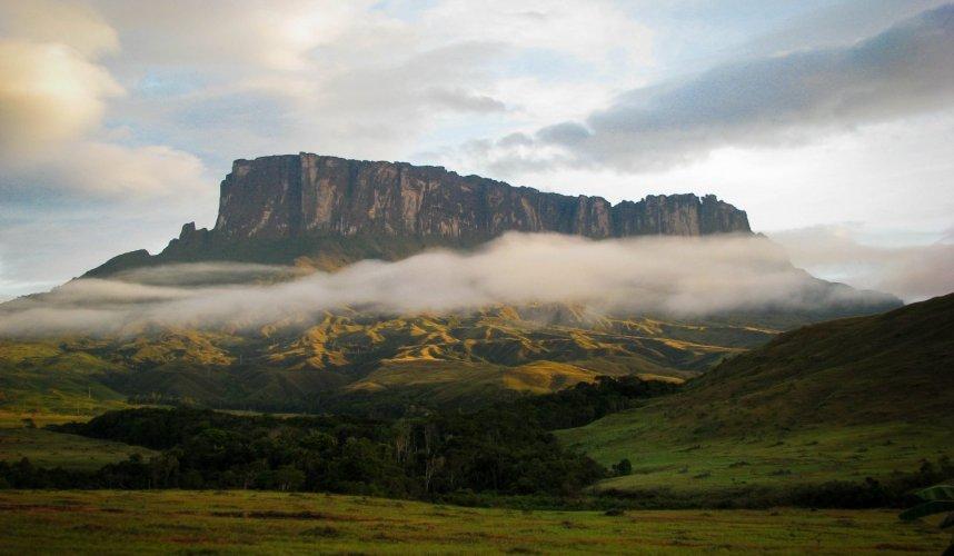 """Araguato Expeditions"" Trek al Tepuy Kukenan - Venezuela"